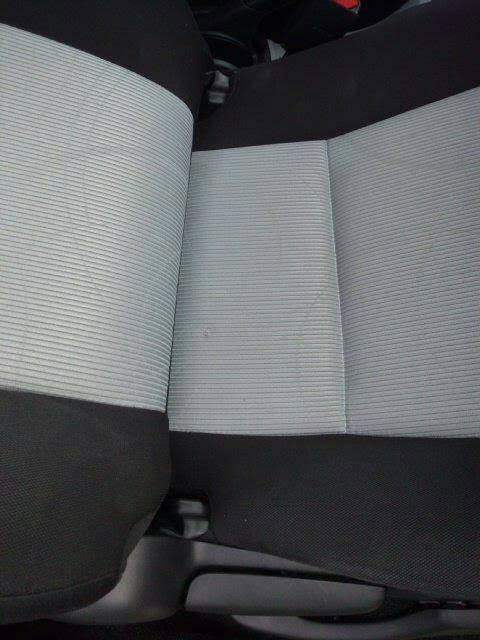 座席シーツのタバコのコゲの修復